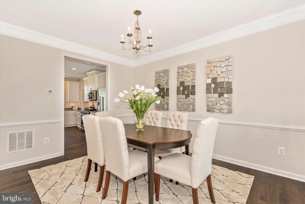 Dining Room w/ included Double Crown Molding - 527 ISAAC RUSSELL, NEW MARKET
