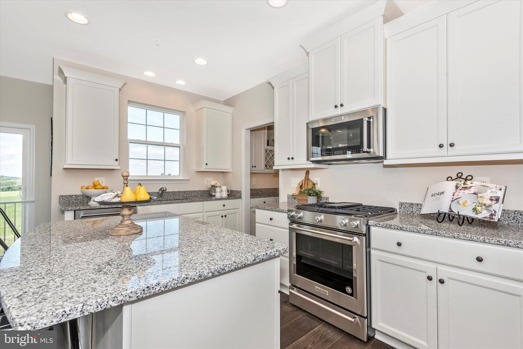 Kitchen w/ included Granite - 527 ISAAC RUSSELL, NEW MARKET