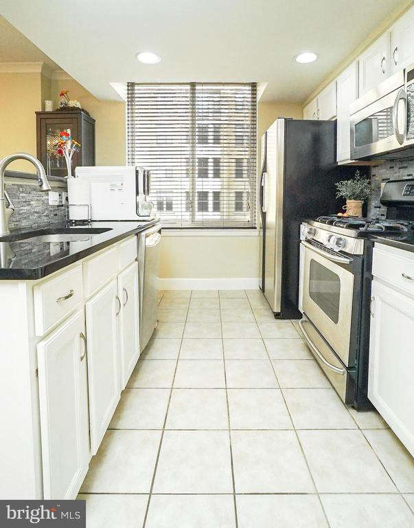 Kitchen - 1205 N GARFIELD ST #707, ARLINGTON