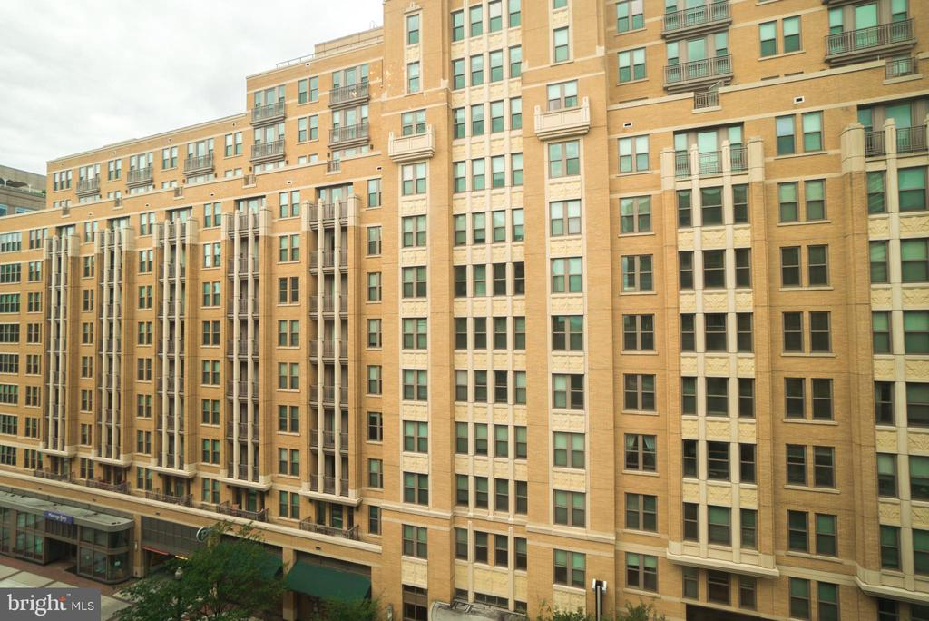 View from the living room - 1205 N GARFIELD ST #707, ARLINGTON
