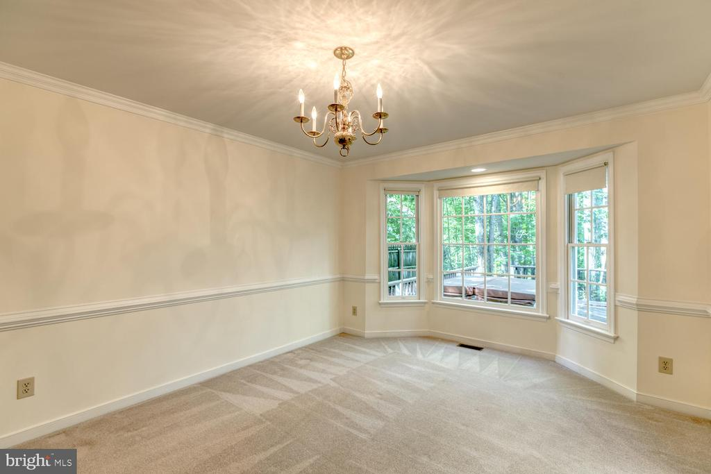Dining room with beautiful bay window - 2305 HARPOON DR, STAFFORD