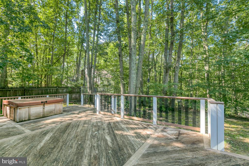 Expansive deck - 2305 HARPOON DR, STAFFORD