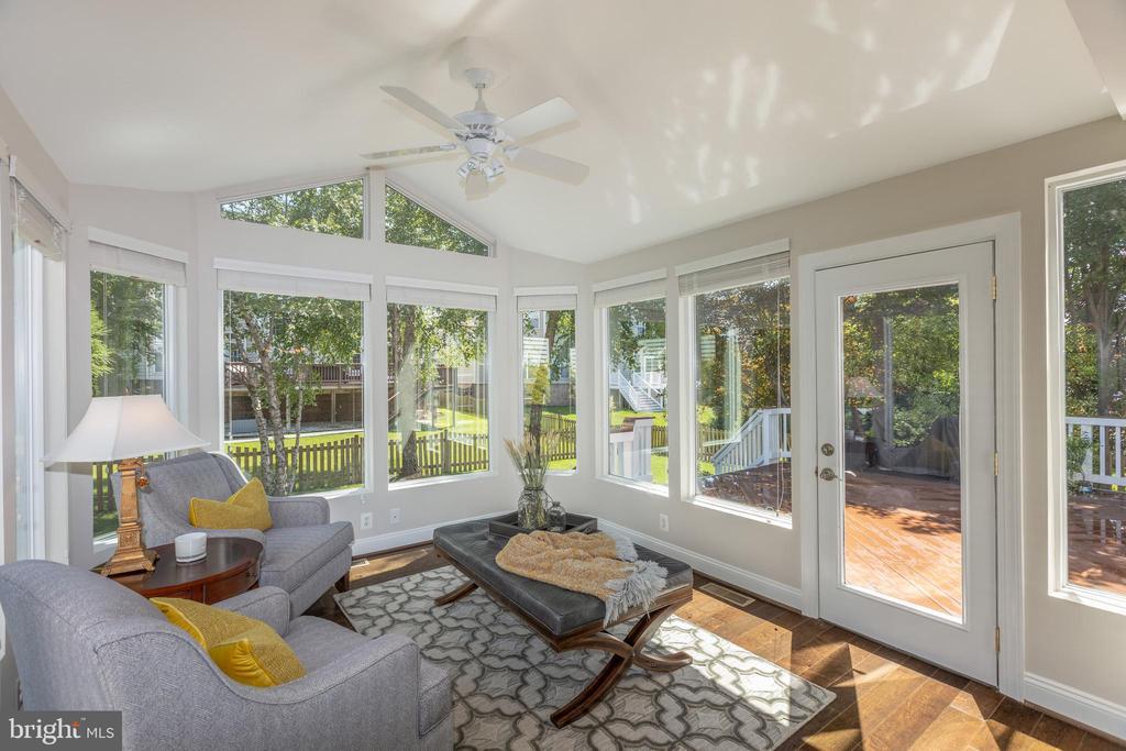 Sunroom with view onto IPE Wood Deck - 22749 HIGHCREST CIR, BRAMBLETON
