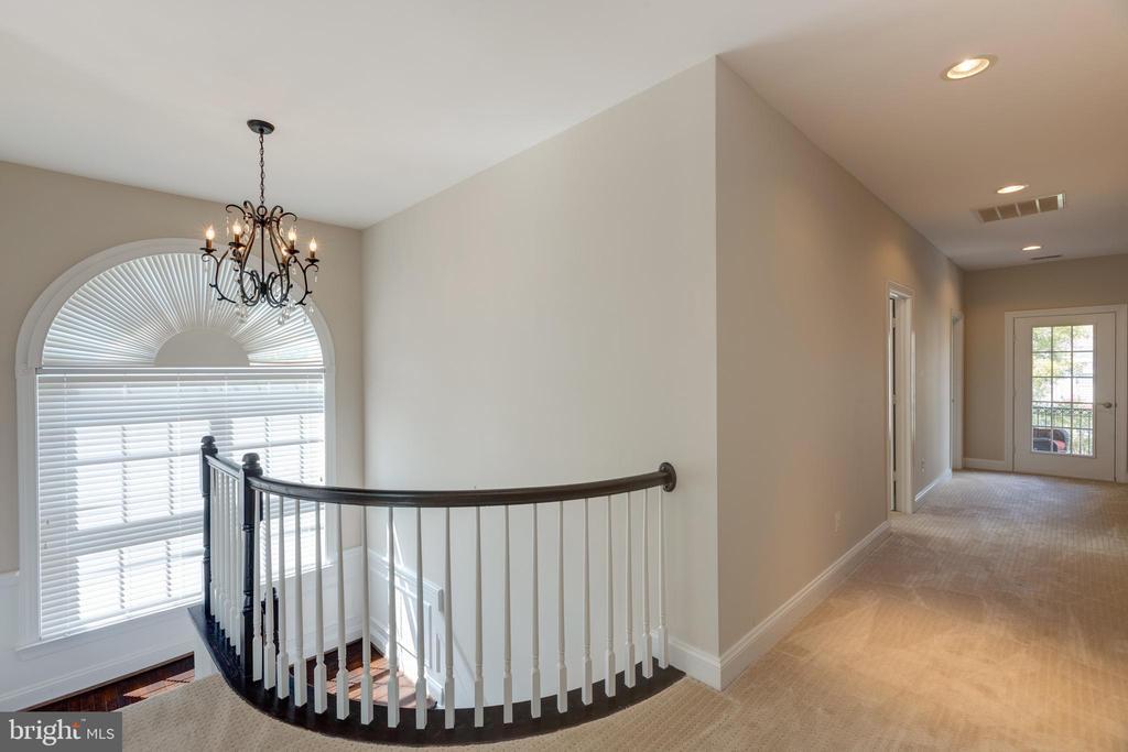 Wide Upper Level Hallway - 22749 HIGHCREST CIR, BRAMBLETON