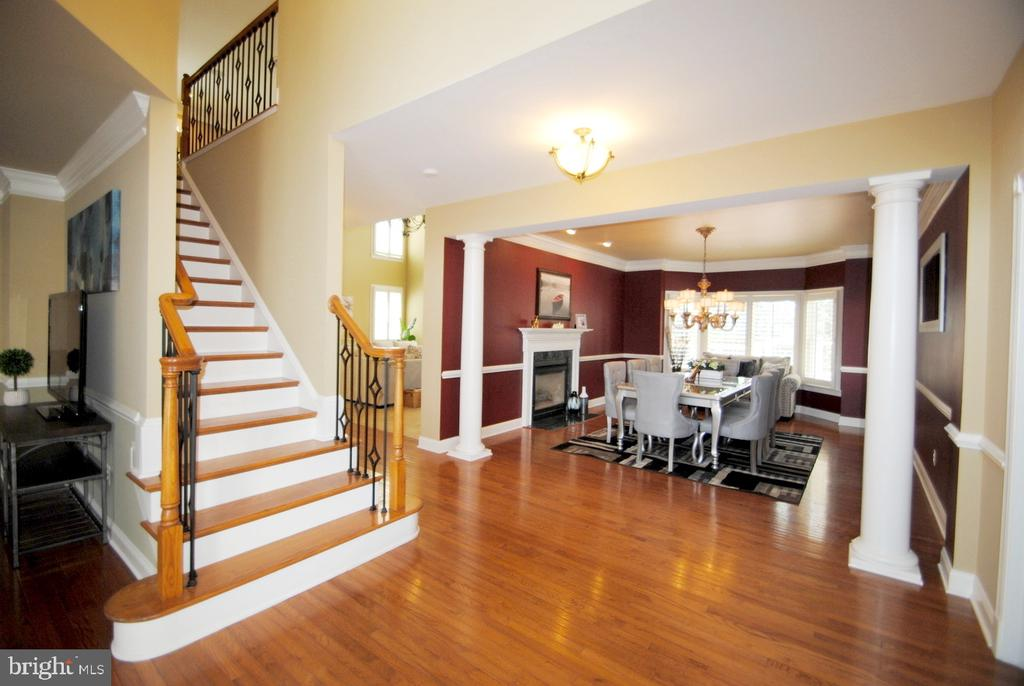 Hardwood Floor in Most of Main Level - 20165 BANDON DUNES CT, ASHBURN