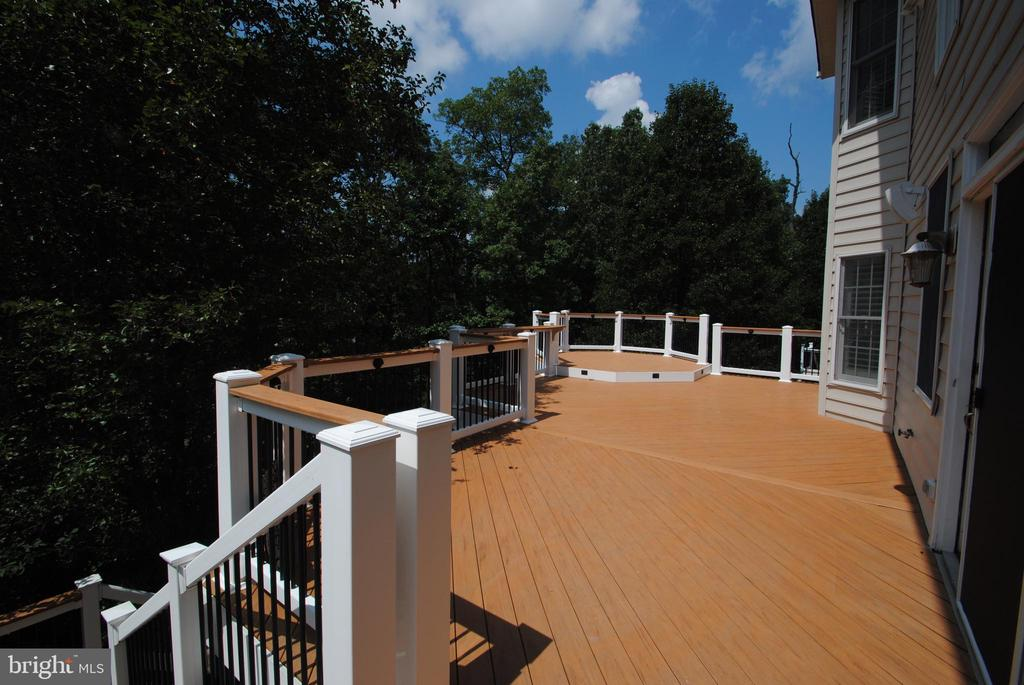 Large Deck Looking at Trees, Golf Course, & Lake - 20165 BANDON DUNES CT, ASHBURN