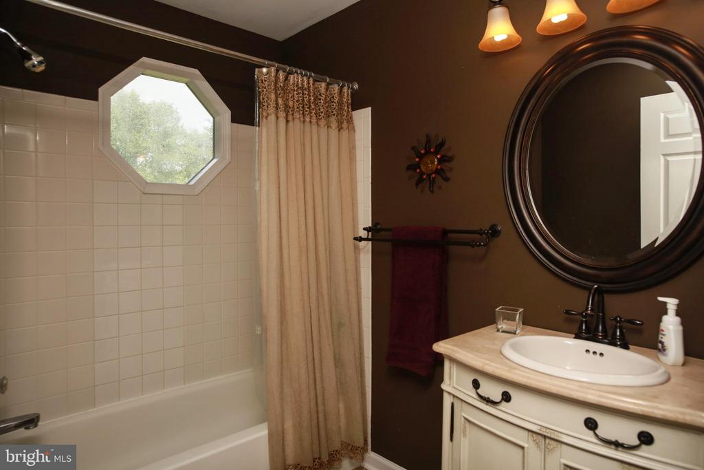 Bathroom 2 - 4227 STEPNEY DR, GAINESVILLE
