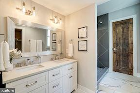 Bath (very similar features) - 427 N CLEVELAND ST, ARLINGTON