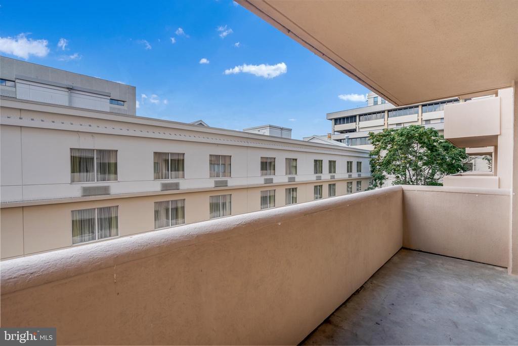 Extra Large Balcony - 1301 N COURTHOUSE RD #1007, ARLINGTON