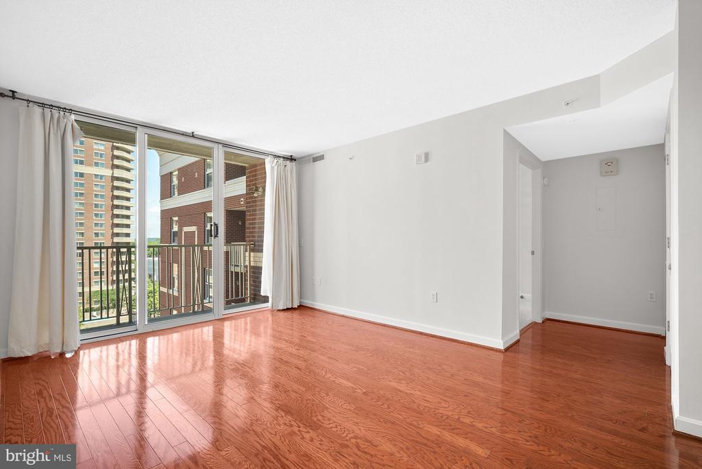 Living Area w/ 9th Floor Views - 880 N POLLARD ST #921, ARLINGTON