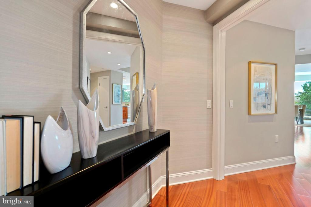 Private Elevator Entry Foyer - 1881 N NASH ST #810, ARLINGTON