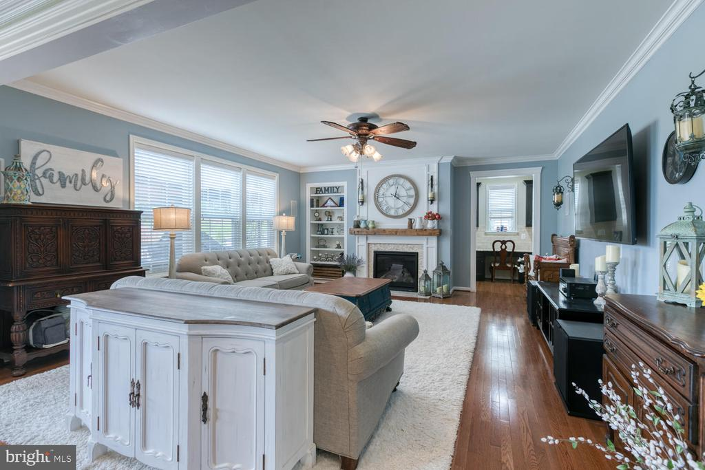Great room - 517 APRICOT ST, STAFFORD