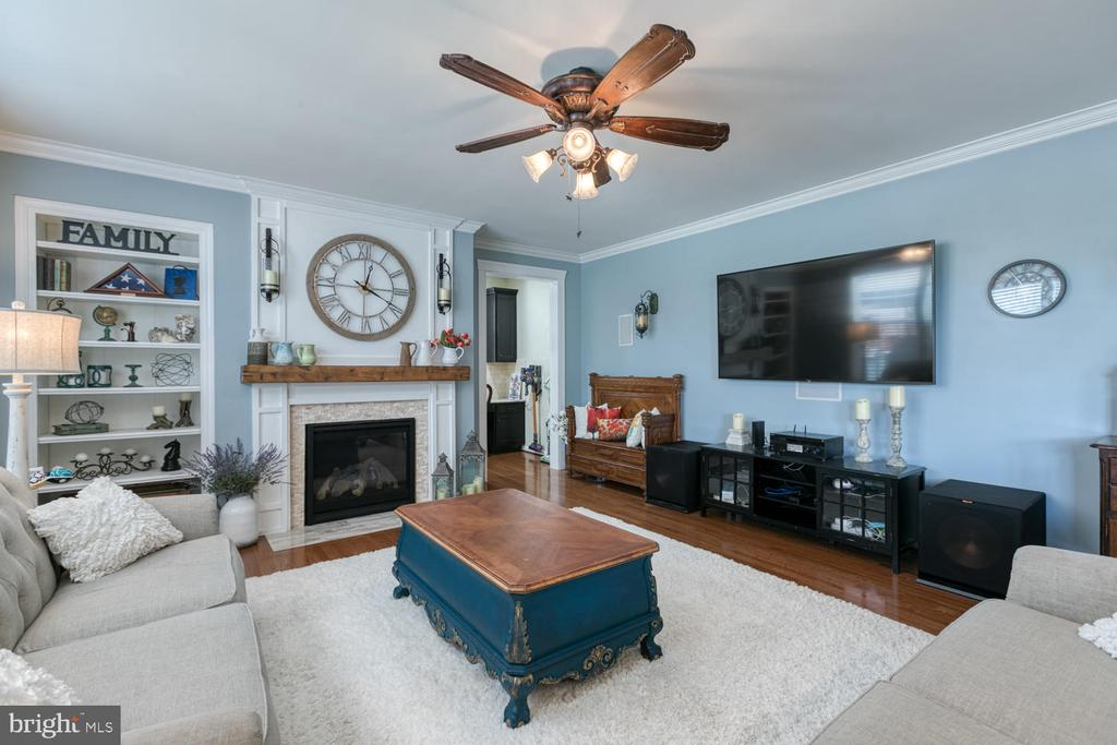 Great room with gas fireplace - 517 APRICOT ST, STAFFORD