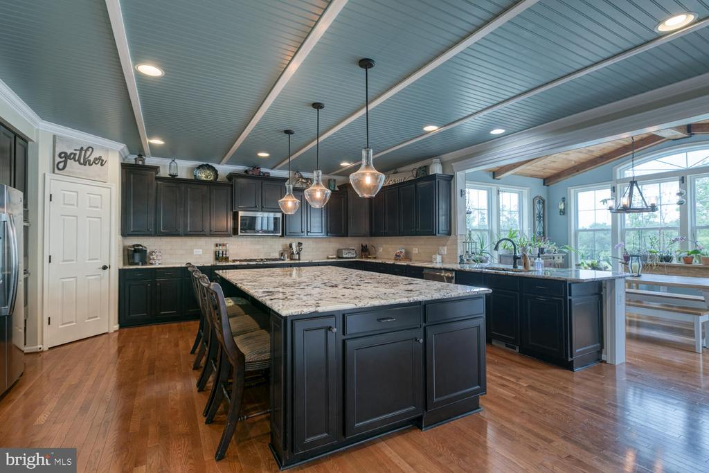 Check out this gourmet kitchen - 517 APRICOT ST, STAFFORD