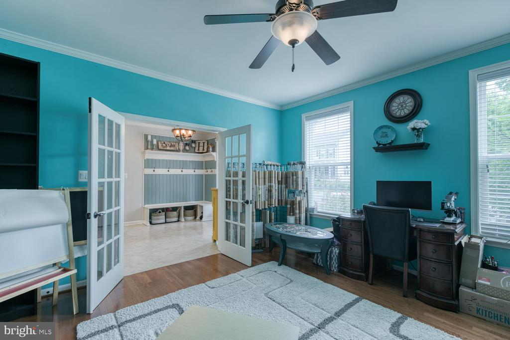 Study with French Doors - 517 APRICOT ST, STAFFORD