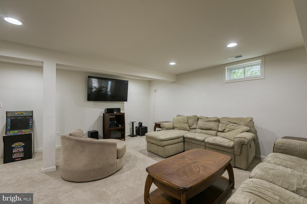 Rec room in Basement - 517 APRICOT ST, STAFFORD
