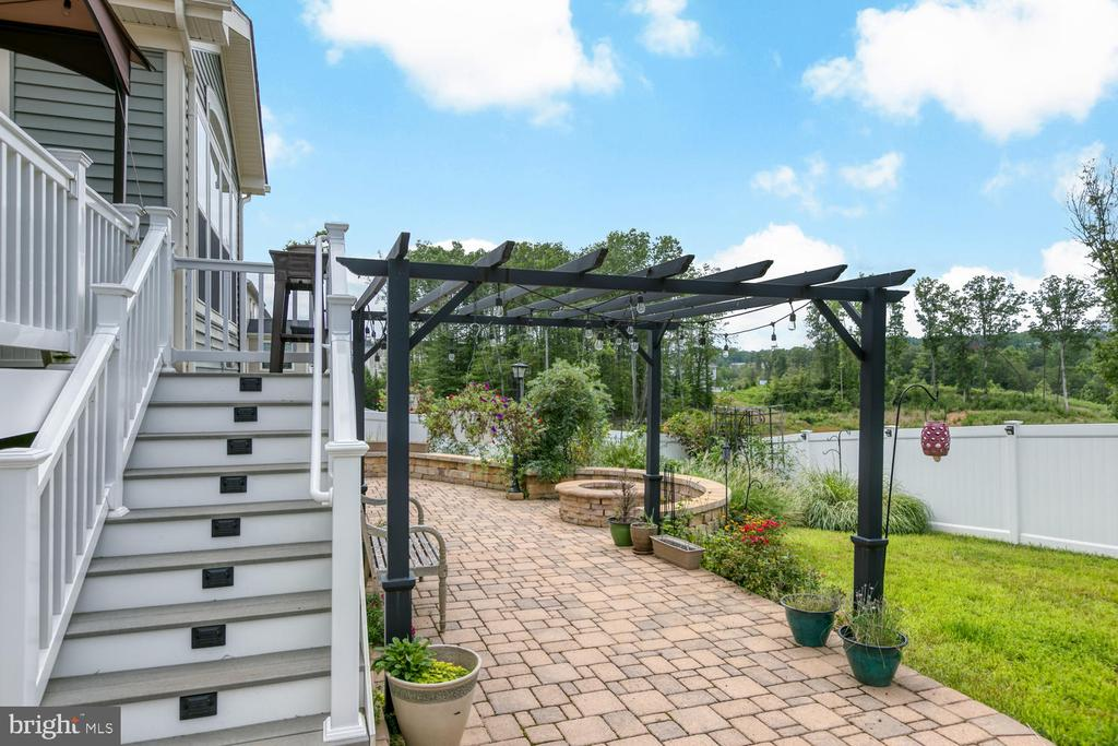 Composite stairs and paver patio with pergola - 517 APRICOT ST, STAFFORD