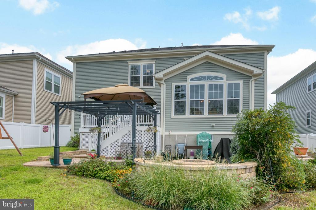 Can you see yourself barbecuing here? - 517 APRICOT ST, STAFFORD