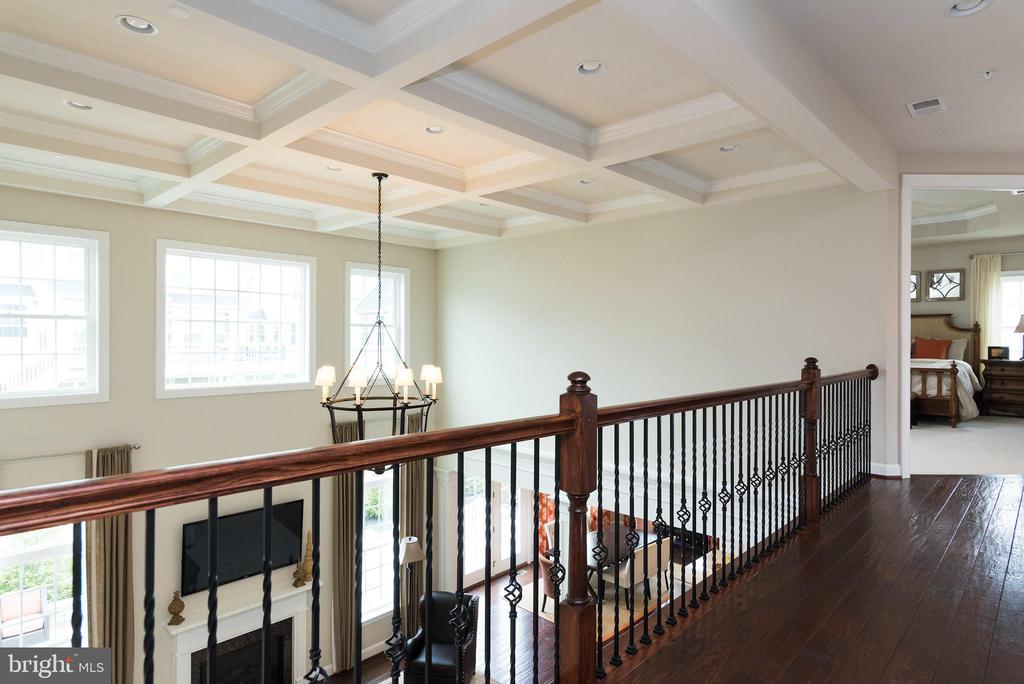 The upstairs main hall overlooks the great room! - 25748 RACING SUN DR, ALDIE
