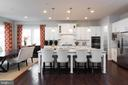 Stunning kitchen, perfect for the amateur chef - 25748 RACING SUN DR, ALDIE
