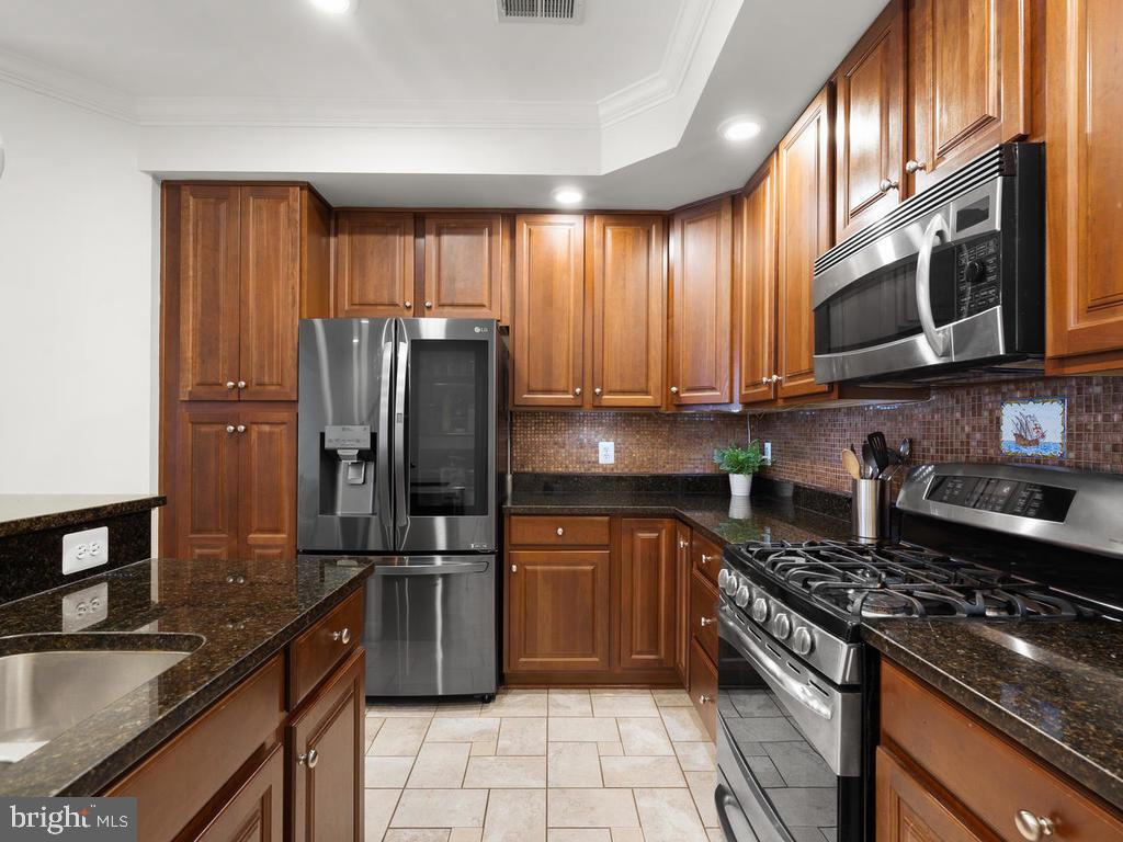 Lots of counter & cabinet space - 2364 MERSEYSIDE DR #137, WOODBRIDGE