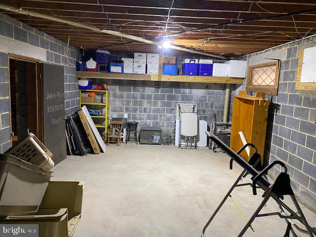 Finishable Basement w / FirePlace