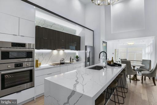 4 R ST NW #PENTHOUSE #1