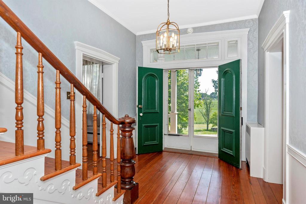 Gorgeous foyer, 1st floor. Circa 1800's hardwoods. - 7030 DRUMMINE RD, MOUNT AIRY