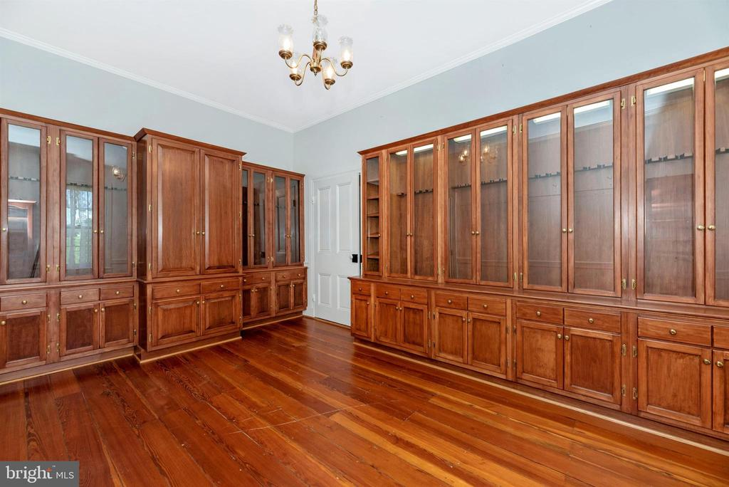 3rd bedroom w custom backlit cabinetry. - 7030 DRUMMINE RD, MOUNT AIRY