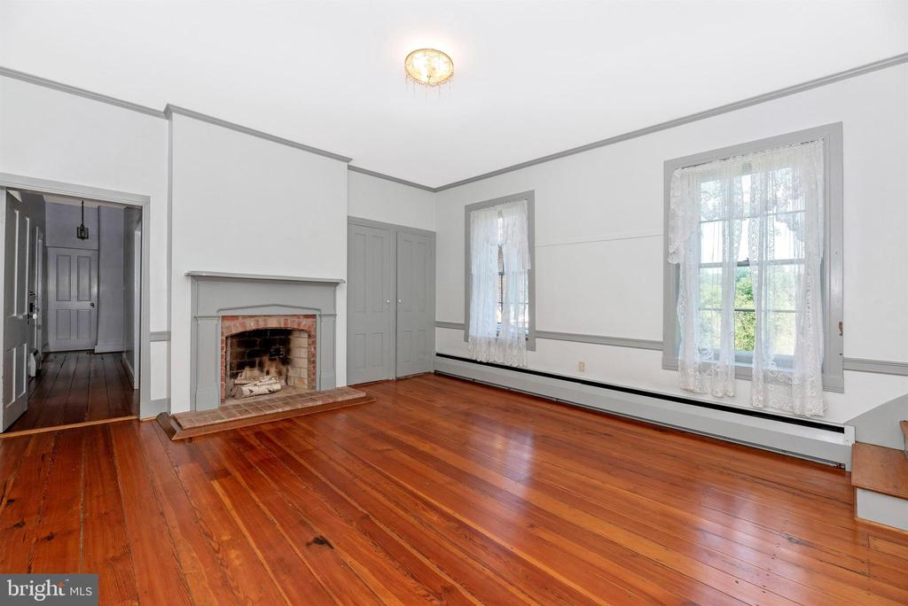 BR #4 w woodburning FP, stairs to 3rd floor. - 7030 DRUMMINE RD, MOUNT AIRY