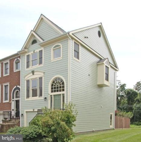 Fully fenced and adjacent to a large common area. - 255 TOWN BRANCH TER SW, LEESBURG