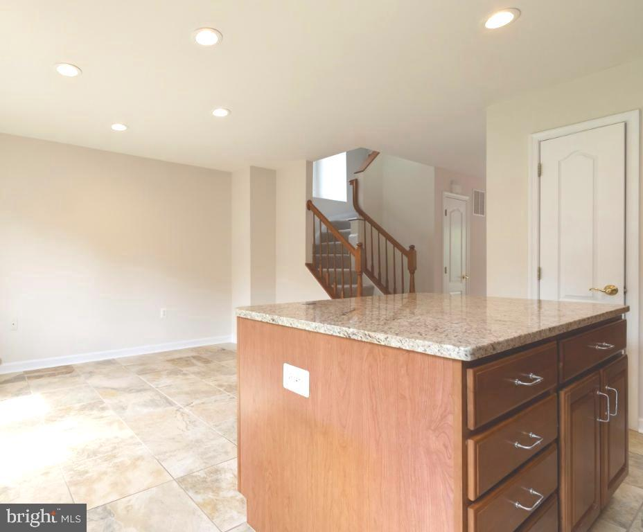 Granite counters and 12x12 tile - 255 TOWN BRANCH TER SW, LEESBURG