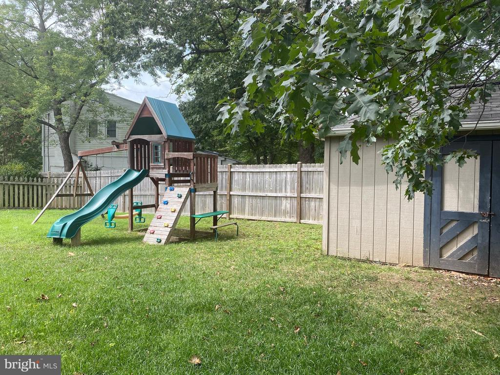 Playground and storage shed - 8333 BLOWING ROCK RD, ALEXANDRIA