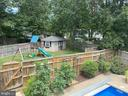 Separate, large side yard for play - 8333 BLOWING ROCK RD, ALEXANDRIA