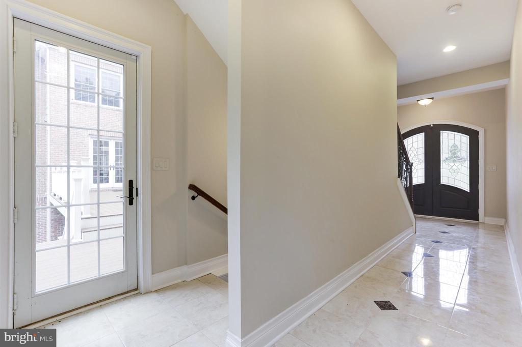 Foyer Second Inlaw Suite! - 11400 ALESSI DR, MANASSAS