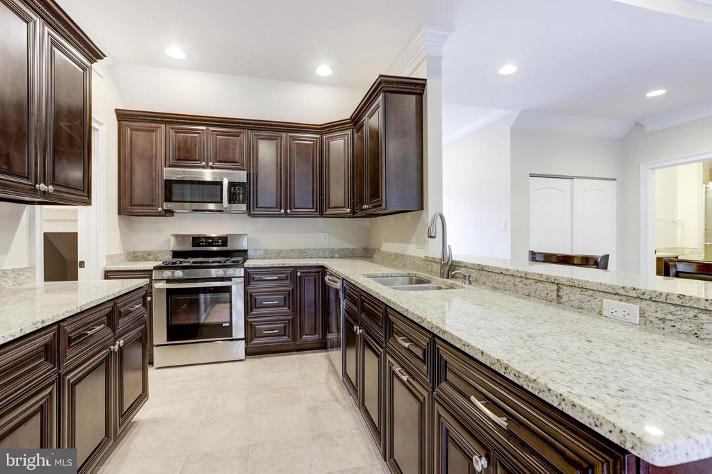 Just Look at These Amazing Kitchen! - 11400 ALESSI DR, MANASSAS