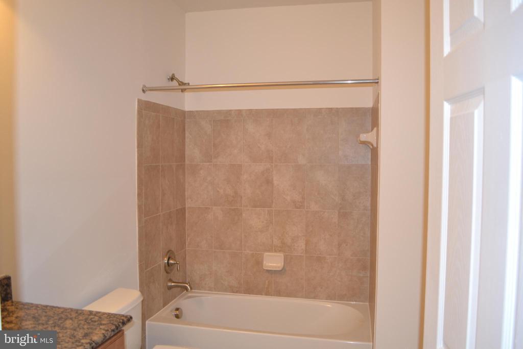 Basement Full Bath - 22651 BEAVERDAM DR, ASHBURN
