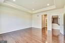 Hall leading to walk-in closet and master bath. - 19433 SASSAFRAS RIDGE TER, LEESBURG