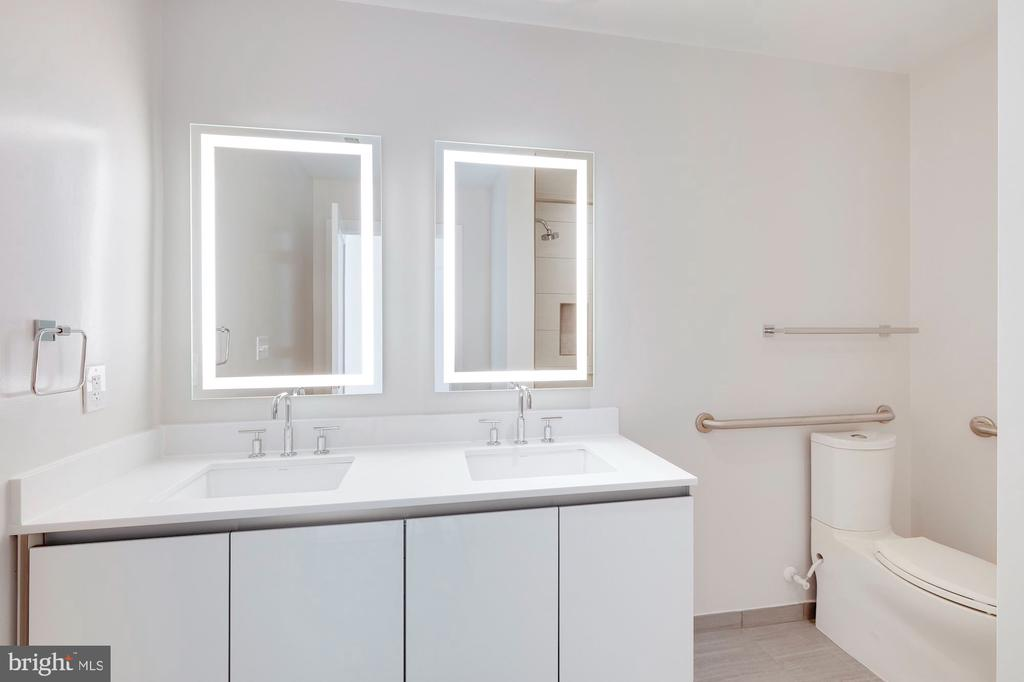 Double vanity. Luxury bath. - 1745 N ST NW #310, WASHINGTON