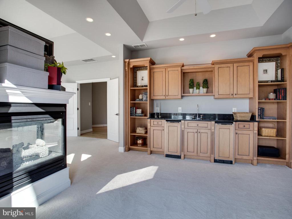 Owner's Suite Sitting Area - 658 ROCK COVE LN, SEVERNA PARK