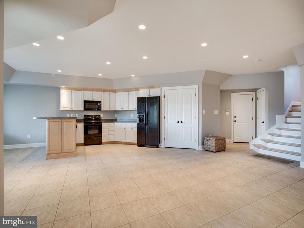 Lower Level with Full Kitchen - 658 ROCK COVE LN, SEVERNA PARK