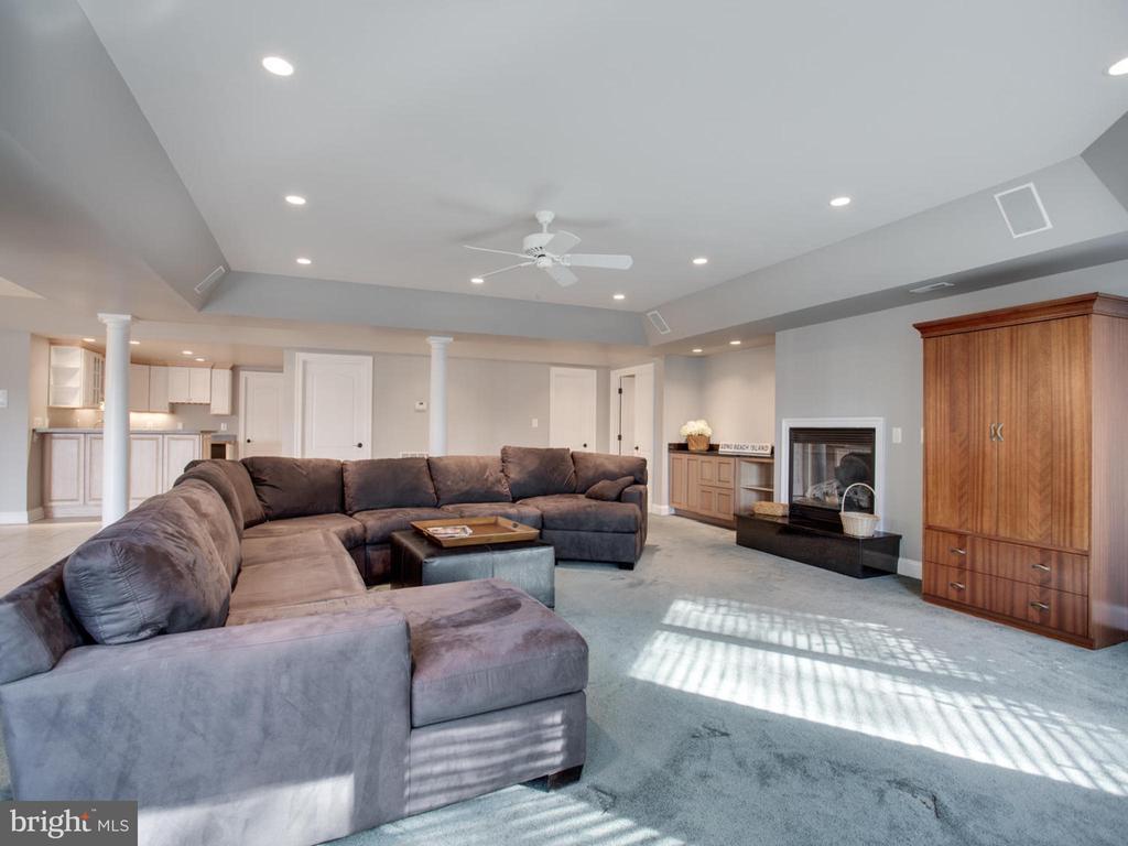Lower Level Family Room - 658 ROCK COVE LN, SEVERNA PARK