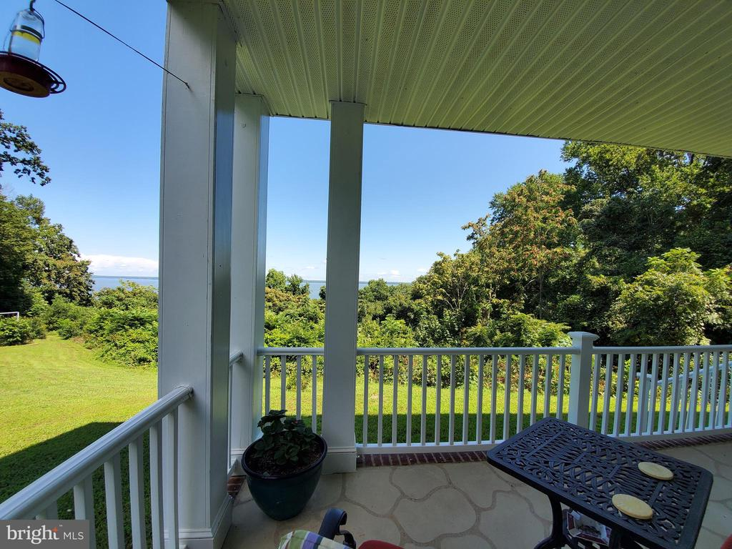 A little breakfast spot with a view! - 36 POCAHONTAS LN, STAFFORD
