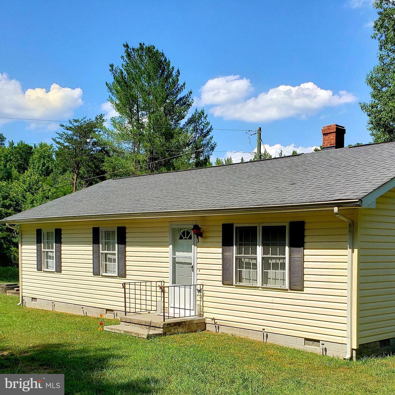 Single Family Homes para Venda às Hustle, Virginia 22476 Estados Unidos