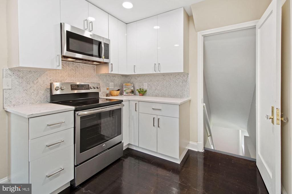 Brand new kitchen - 4808 GUILFORD RD, COLLEGE PARK