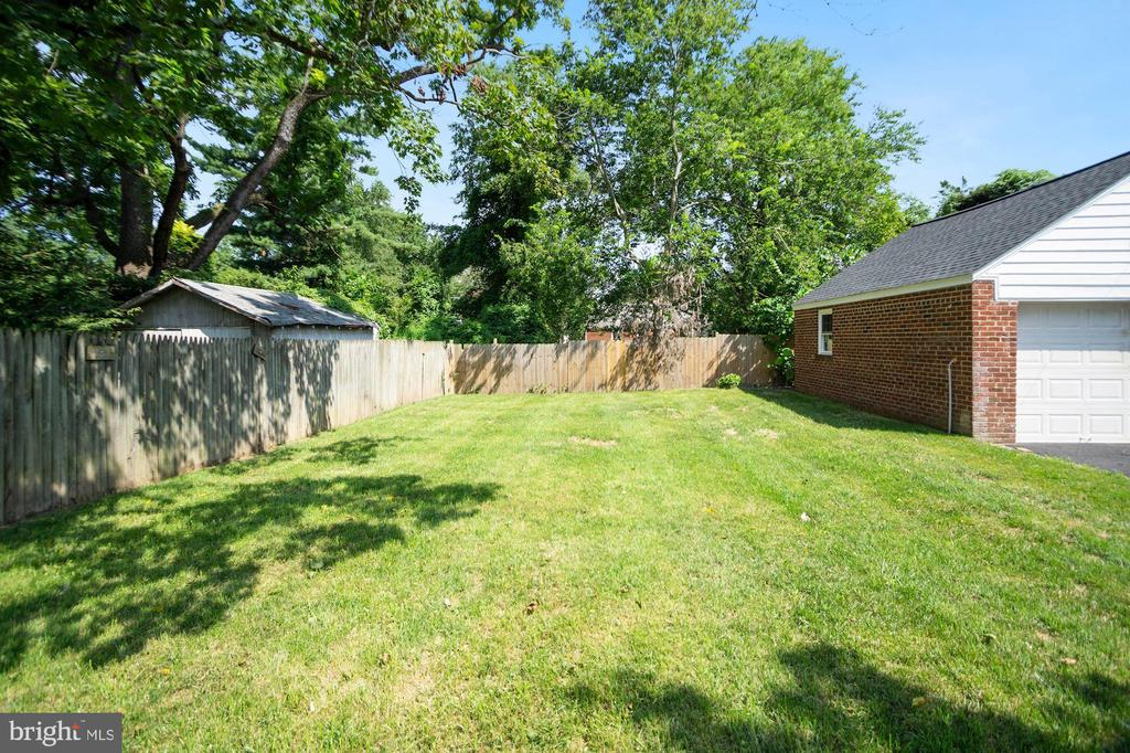 Spacious backyard - 4808 GUILFORD RD, COLLEGE PARK