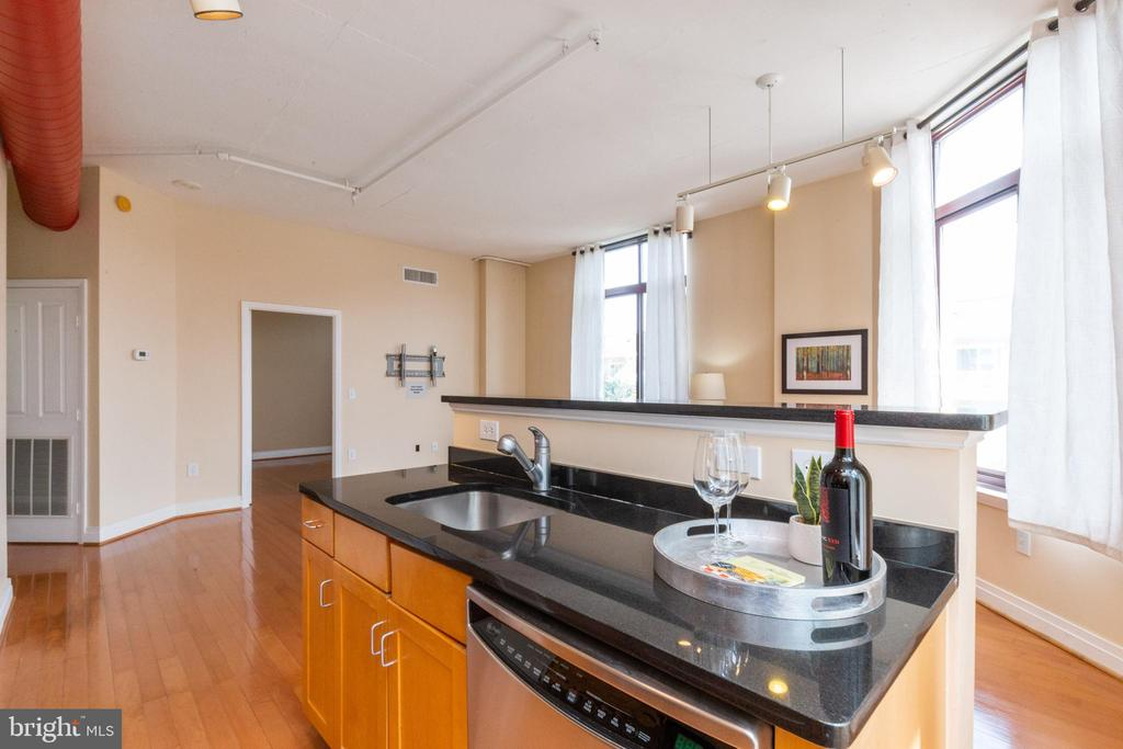 Enjoy cocktails or morning coffee here... - 1201 N GARFIELD ST #316, ARLINGTON