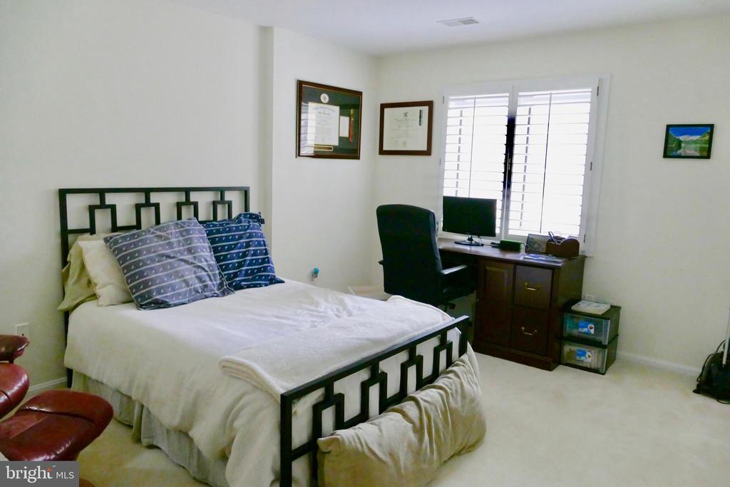 Bedroom (Unit is now vacant) - 1815 N UHLE ST #1, ARLINGTON