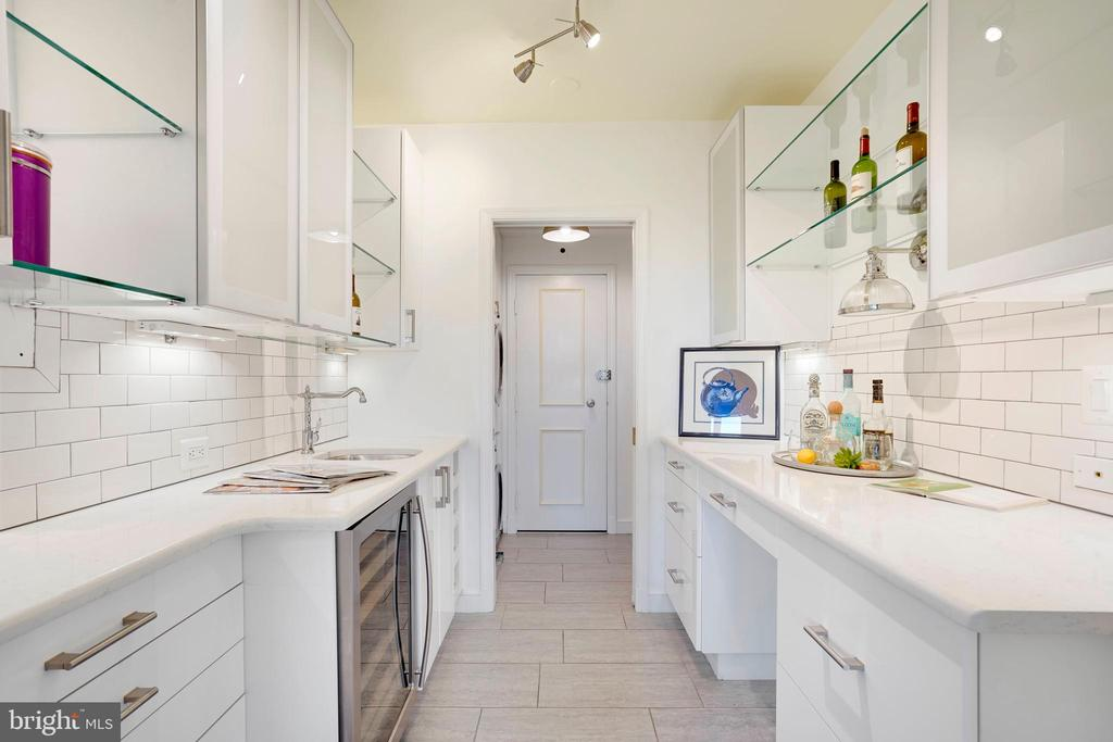 Butler's Pantry with wine refrigerator and wet bar - 3900 WATSON PL NW #A-2FG, WASHINGTON