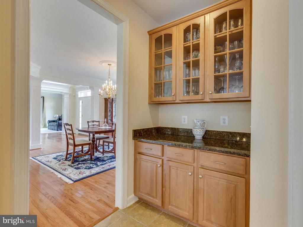 Butlers Pantry as you enter the kitchen. - 42294 IRON BIT PL, CHANTILLY